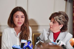 Attorney Gloria Allred (right) holds a press conference with new alleged victim of Harvey Weinstein, Mimi Haleyi (left) at Lotte New York Palace on October 24, 2017. (Credit: Mike Coppola/Getty Images)