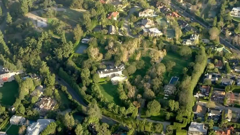 The property Jeff Bezos acquired from media mogul David Geffen for a record $165 million is seen on Feb. 13, 2020. (Credit: KTLA)