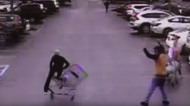 A quick-thinking shoppers used a shopping cart to help police catch a fleeing theft suspect in Peachtree, Georgia on Jan. 18, 2020. (Credit: Peachtree Police Department via CNN)