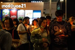 Thai mourners hold candles during a vigil following a mass shooting at Terminal 21 Mall on Feb. 10, 2020 in Korat, Thailand. (Credit: Lauren DeCicca/Getty Images)