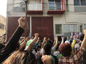 Feminist groups gather in front of the building where Ingrid Escamilla, 25, was found brutally murdered. (Credit: Natalie Gallón/CNN)